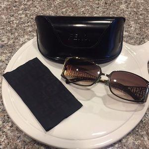 🕶 Authentic Fendi sunglasses 🕶